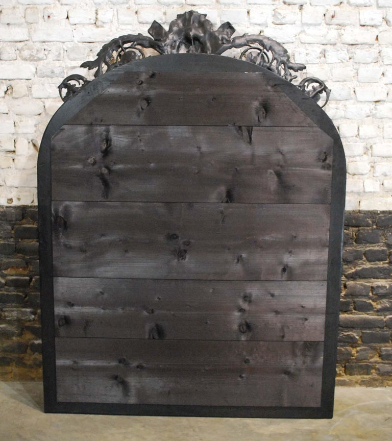 Antique French Renaissance Style Black and Gold Mirror with Carved Ornaments For Sale 7