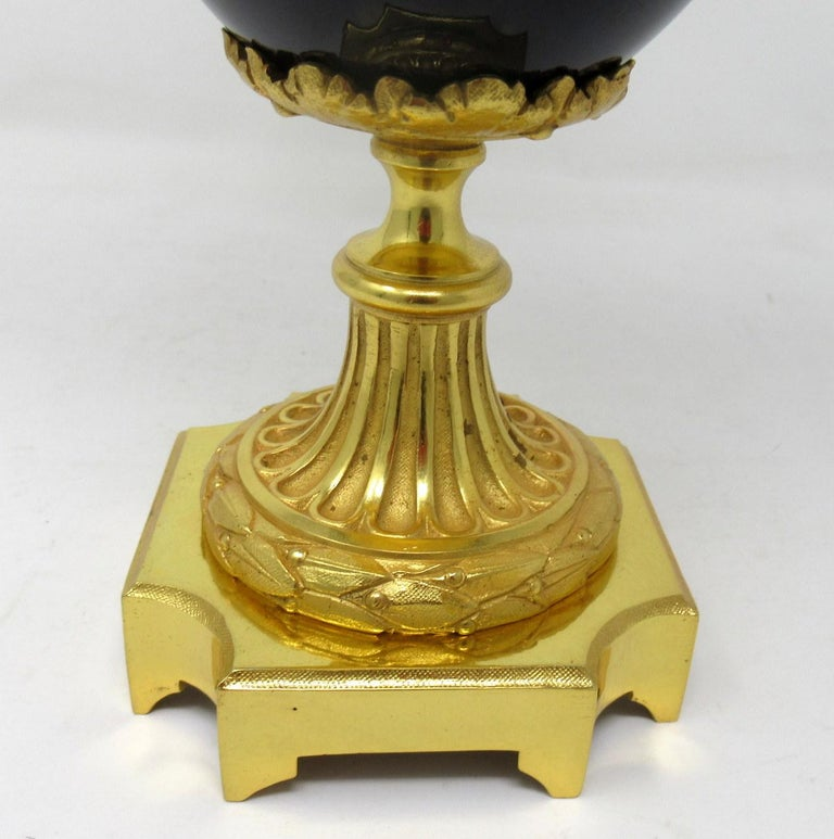 Antique French Sèvres Porcelain Ormolu Gilt Bronze Urn Vase Potpourri In Good Condition For Sale In Dublin, Ireland