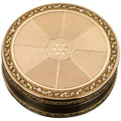 Antique French Three-Color 18-Karat Gold Round Snuff Box, circa 1790