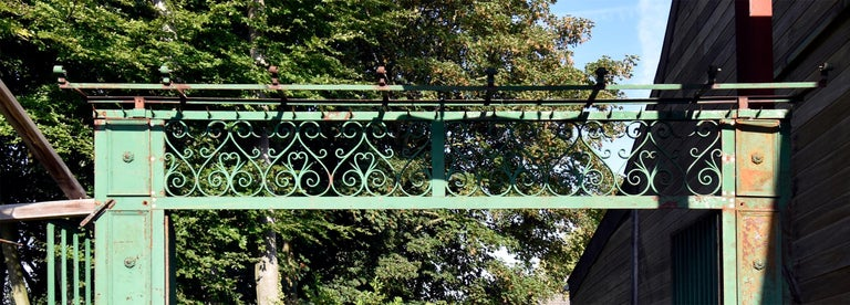 Beautiful antique gate from the 19th century. Comes from a mansion near Paris, France.