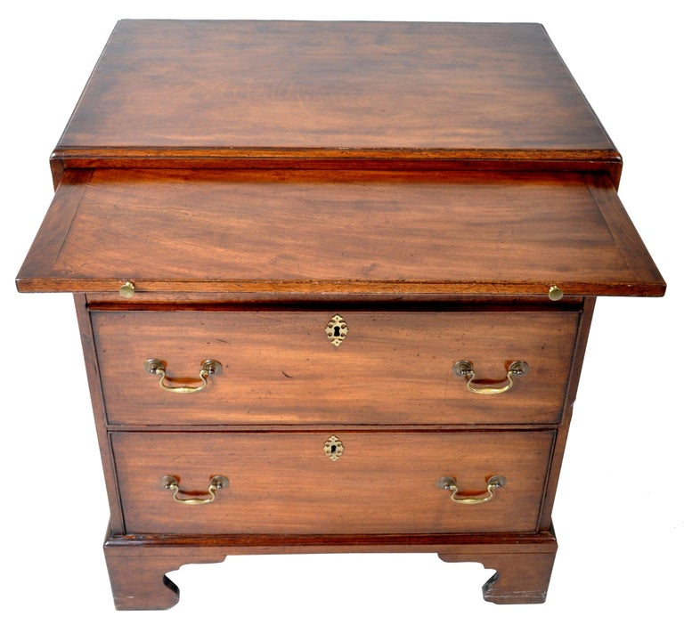 Antique Gentleman's Bachelor's Georgian Mahogany Chest of Drawers, circa 1760 In Good Condition For Sale In Portland, OR