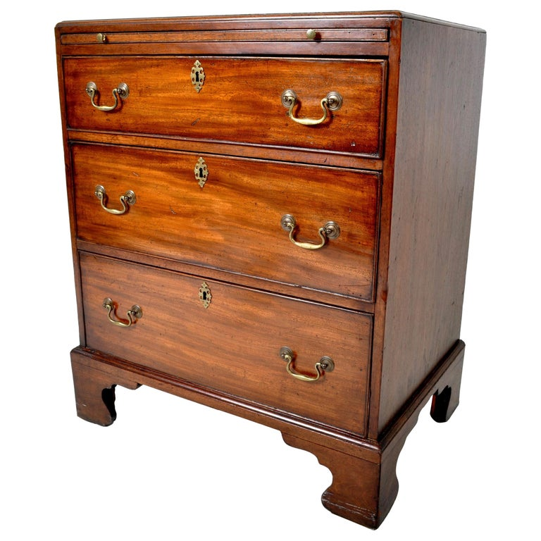 Antique Gentleman's Bachelor's Georgian Mahogany Chest of Drawers, circa 1760 For Sale