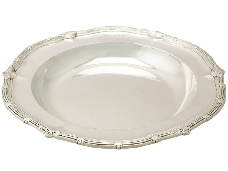 An exceptional, fine and impressive antique George II English sterling silver serving dish made by Paul de Lamerie; an addition to our Georgian dining silverware collection.  This exceptional George II sterling silver serving dish has a plain