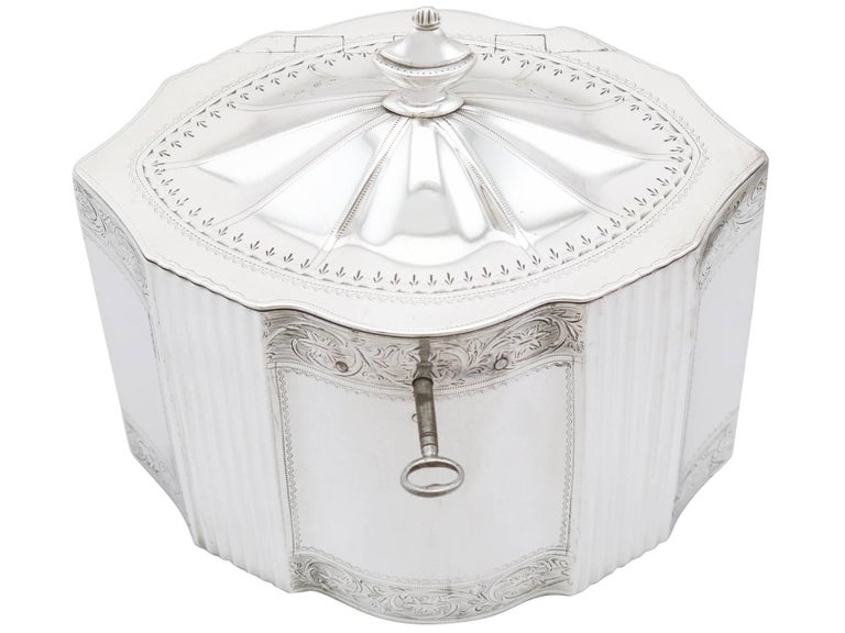 English Antique George III 1790s Sterling Silver Locking Tea Caddy For Sale