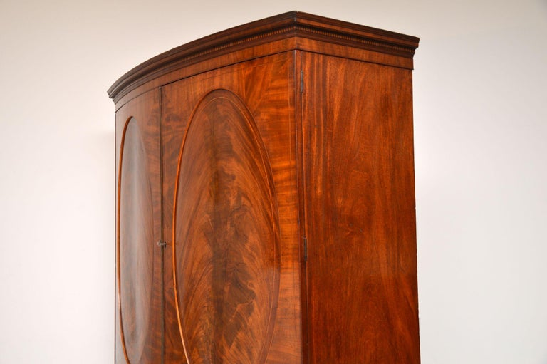 Early 19th Century Antique George III Bow Fronted Linen Press For Sale
