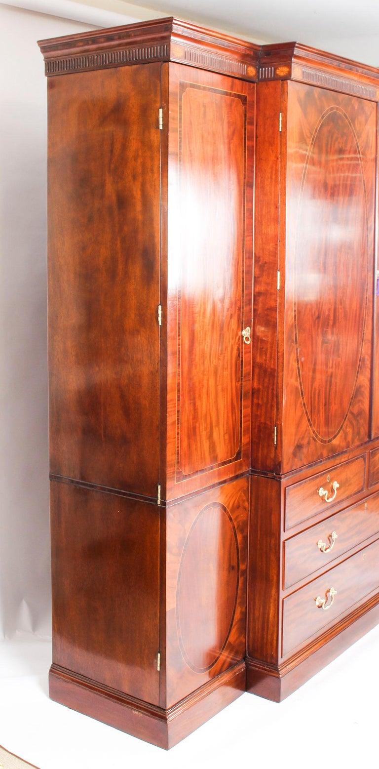 George III Flame Mahogany Breakfront Wardrobe Compactum, 18th Century 11