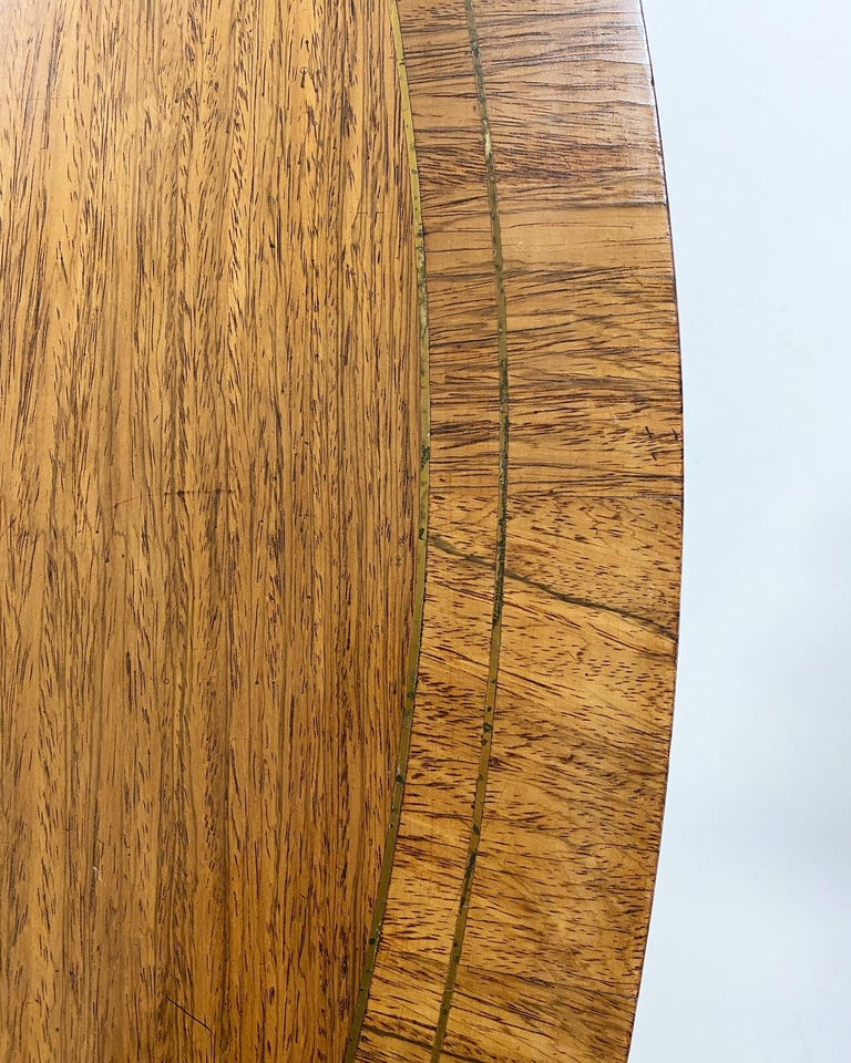Antique George III Oval Rosewood Dining Table In Good Condition For Sale In SAINT LOUIS, MO