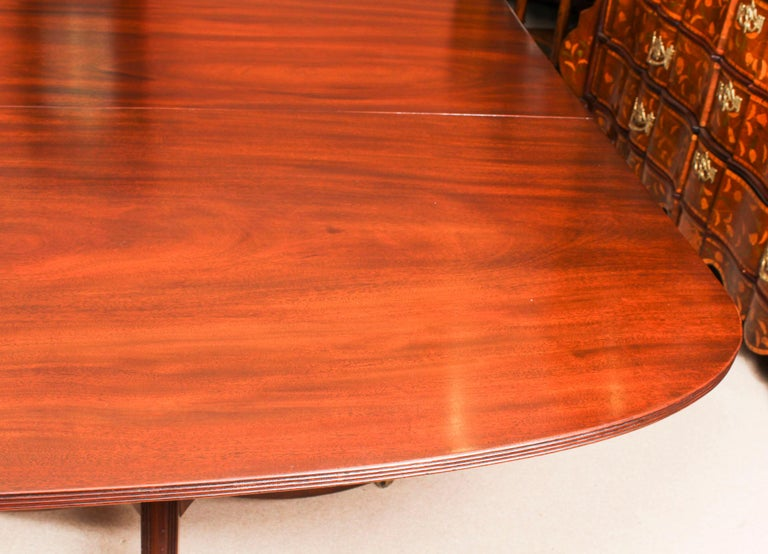 George III Regency Dining Table 19th Century with 8 Bespoke Dining Chairs For Sale 4
