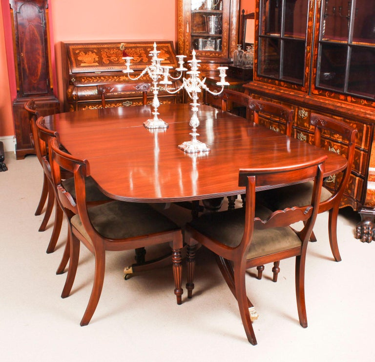 This is an elegant dining set comprising an antique George III Regency Period dining table, circa 1820 in date, with a fabulous set of eight bespoke Regency style dining chairs.