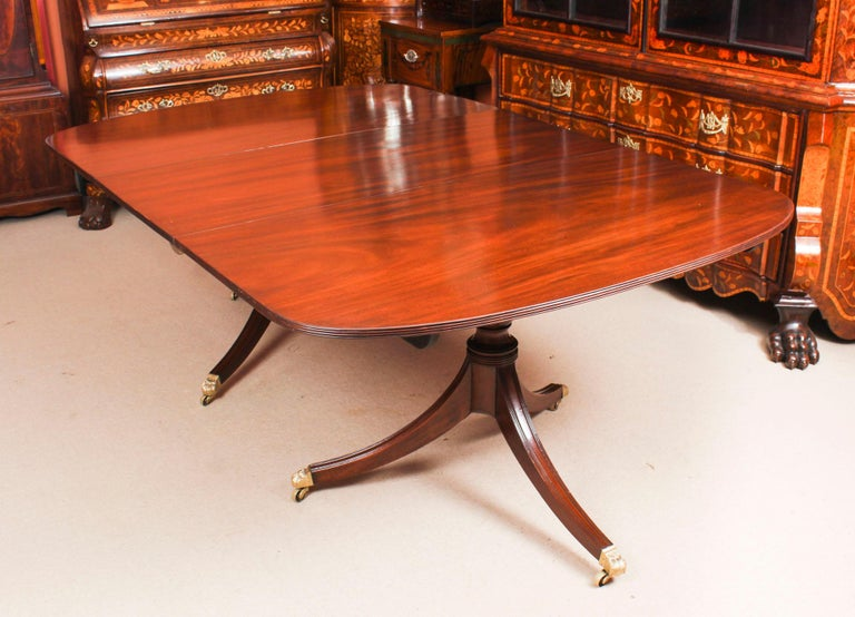 George III Regency Dining Table 19th Century with 8 Bespoke Dining Chairs In Good Condition For Sale In London, GB