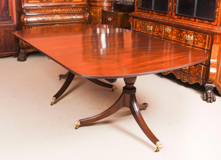 Early 19th Century George III Regency Dining Table 19th Century with 8 Bespoke Dining Chairs For Sale