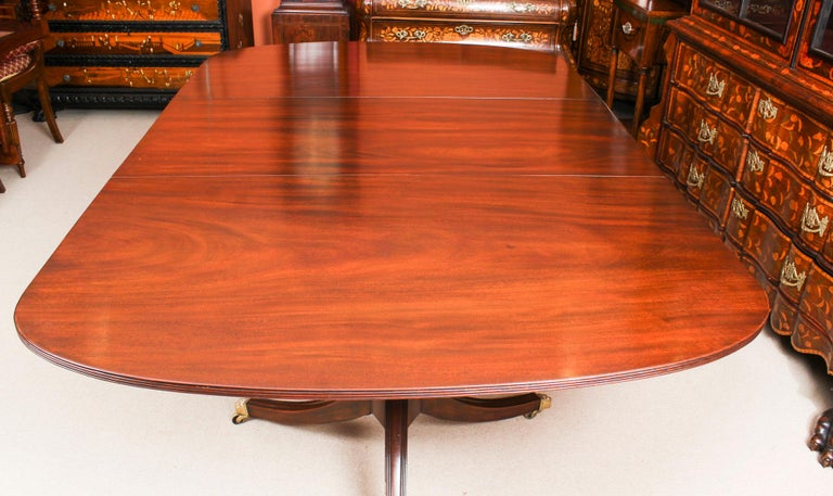 George III Regency Dining Table 19th Century with 8 Bespoke Dining Chairs For Sale 2