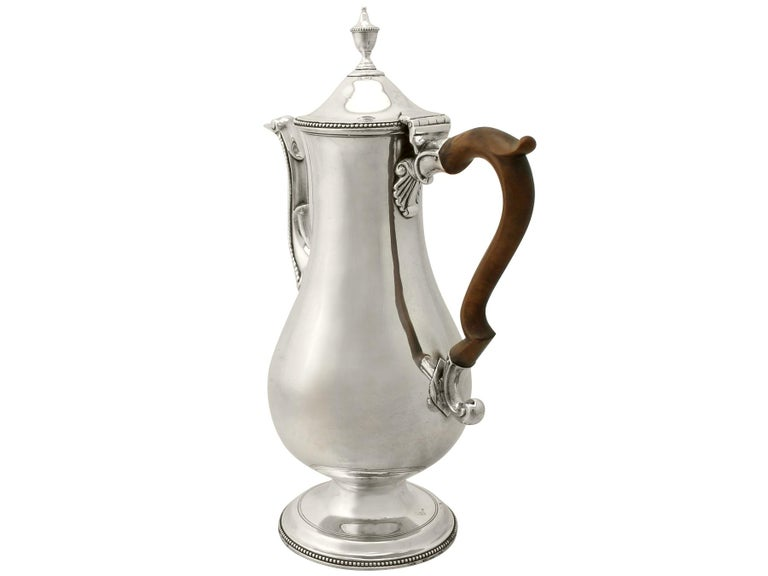 Antique George III Sterling Silver Coffee Pot by Hester Bateman In Excellent Condition For Sale In Jesmond, Newcastle Upon Tyne