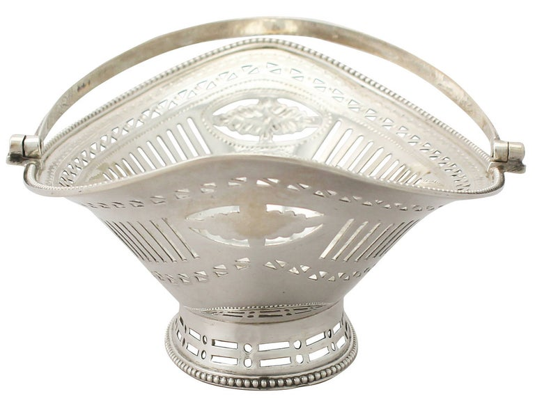 Antique George III Sterling Silver Sweetmeat Basket In Excellent Condition For Sale In Jesmond, Newcastle Upon Tyne