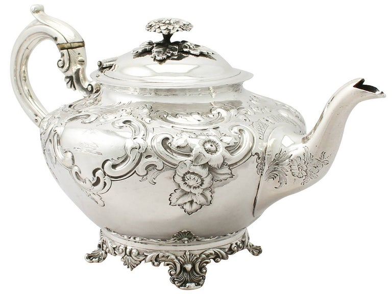 Antique George III Sterling Silver Three-Piece Tea Service In Excellent Condition For Sale In Jesmond, Newcastle Upon Tyne