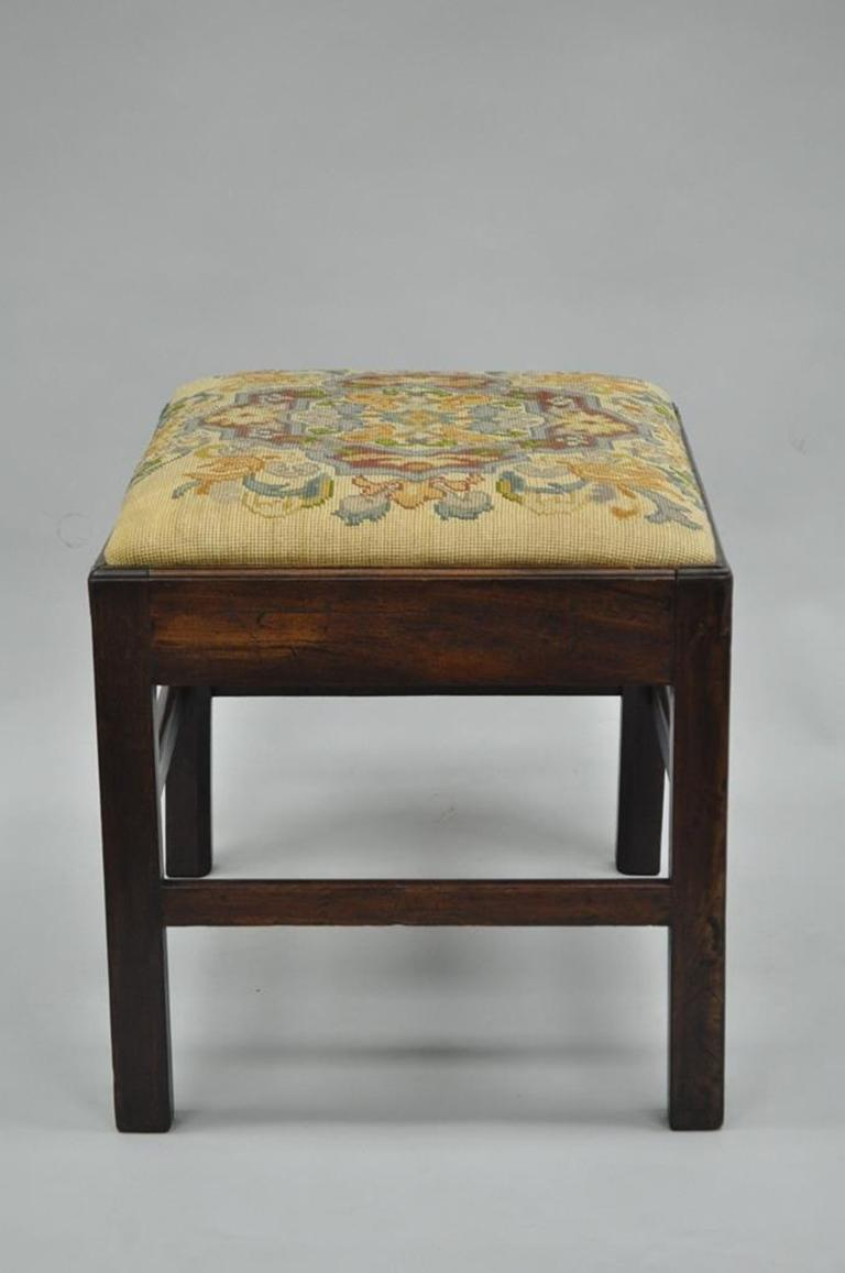 Antique George III Third English Solid Mahogany Needlepoint Bench Seat Chair In Good Condition For Sale In Philadelphia, PA