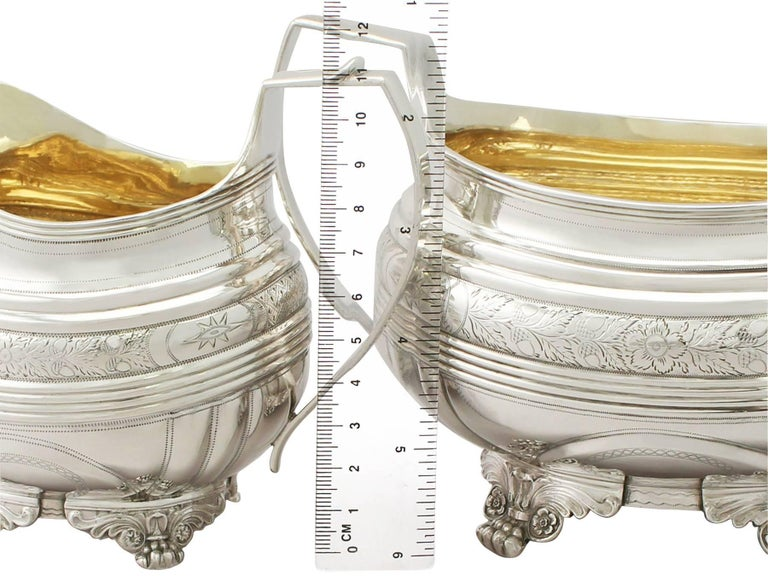 Antique George IV English Sterling Silver Cream Jug or Creamer and Sugar Bowl In Excellent Condition For Sale In Jesmond, Newcastle Upon Tyne