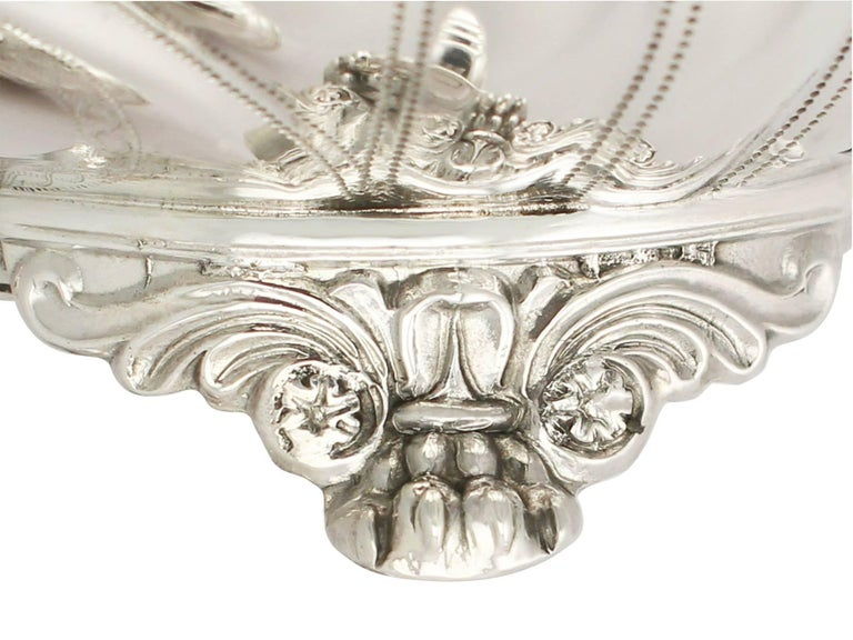 Early 19th Century Antique George IV English Sterling Silver Cream Jug or Creamer and Sugar Bowl For Sale