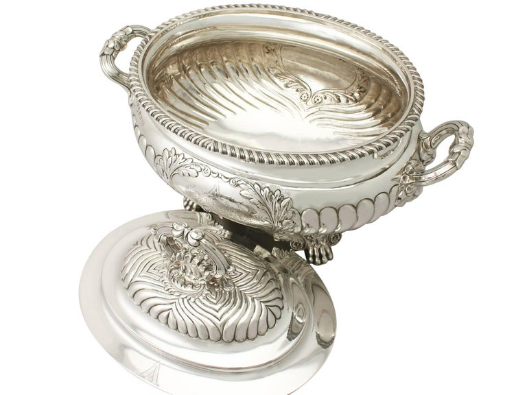 Antique George IV Sterling Silver Soup Tureen or Centerpiece In Excellent Condition For Sale In Jesmond, Newcastle Upon Tyne