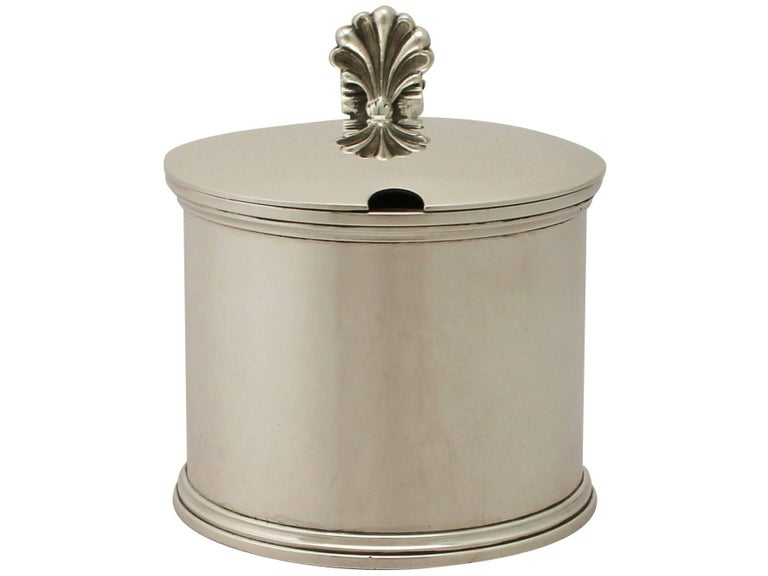 An exceptional, fine and impressive, large antique George V English sterling silver drum mustard pot; an addition to our silver cruets/condiments collection.  This exceptional antique George V sterling silver mustard pot has a plain drum form onto