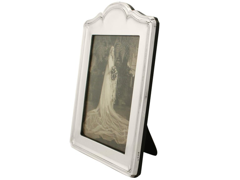 A fine and impressive, large antique George V English sterling silver photograph frame, an addition to our ornamental silverware collection.  This fine antique George V sterling silver photograph frame has a rounded rectangular form with an