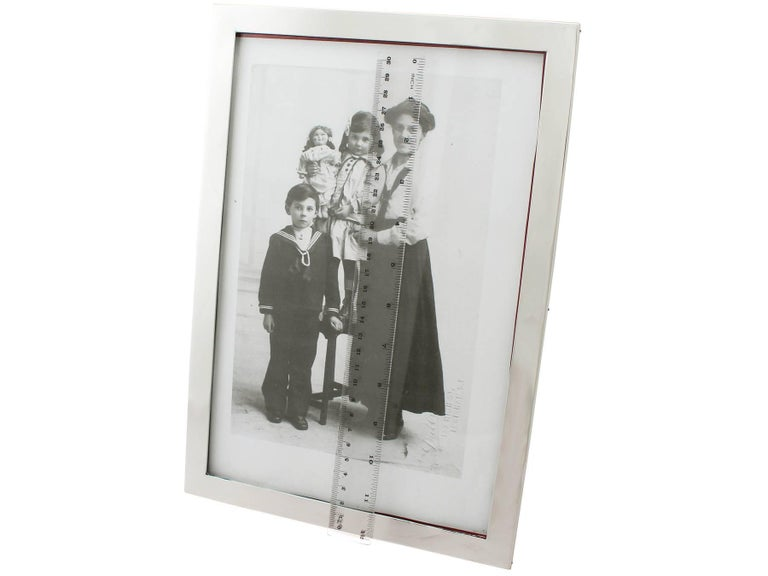 20th Century Antique George V Sterling Silver Photograph Frame For Sale 3