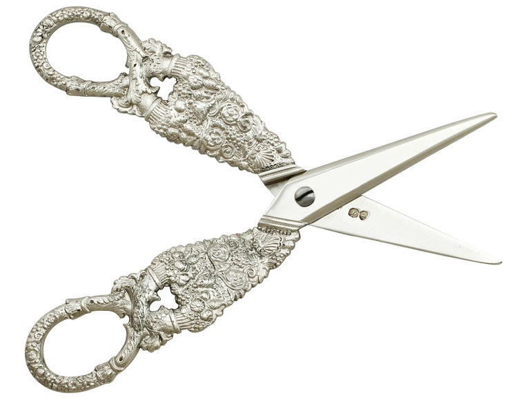 Antique Georgian English Composite Sterling Silver Grape Scissors In Excellent Condition For Sale In Jesmond, Newcastle Upon Tyne