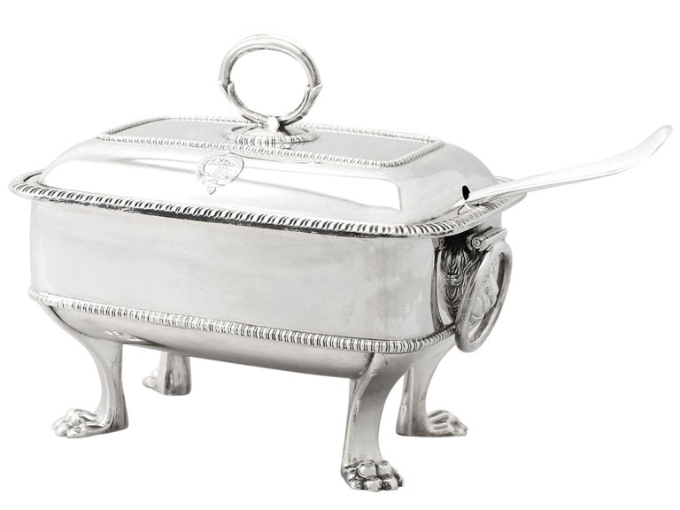 Antique Georgian English Sterling Silver Sauce Tureens with Ladles In Excellent Condition For Sale In Jesmond, Newcastle Upon Tyne