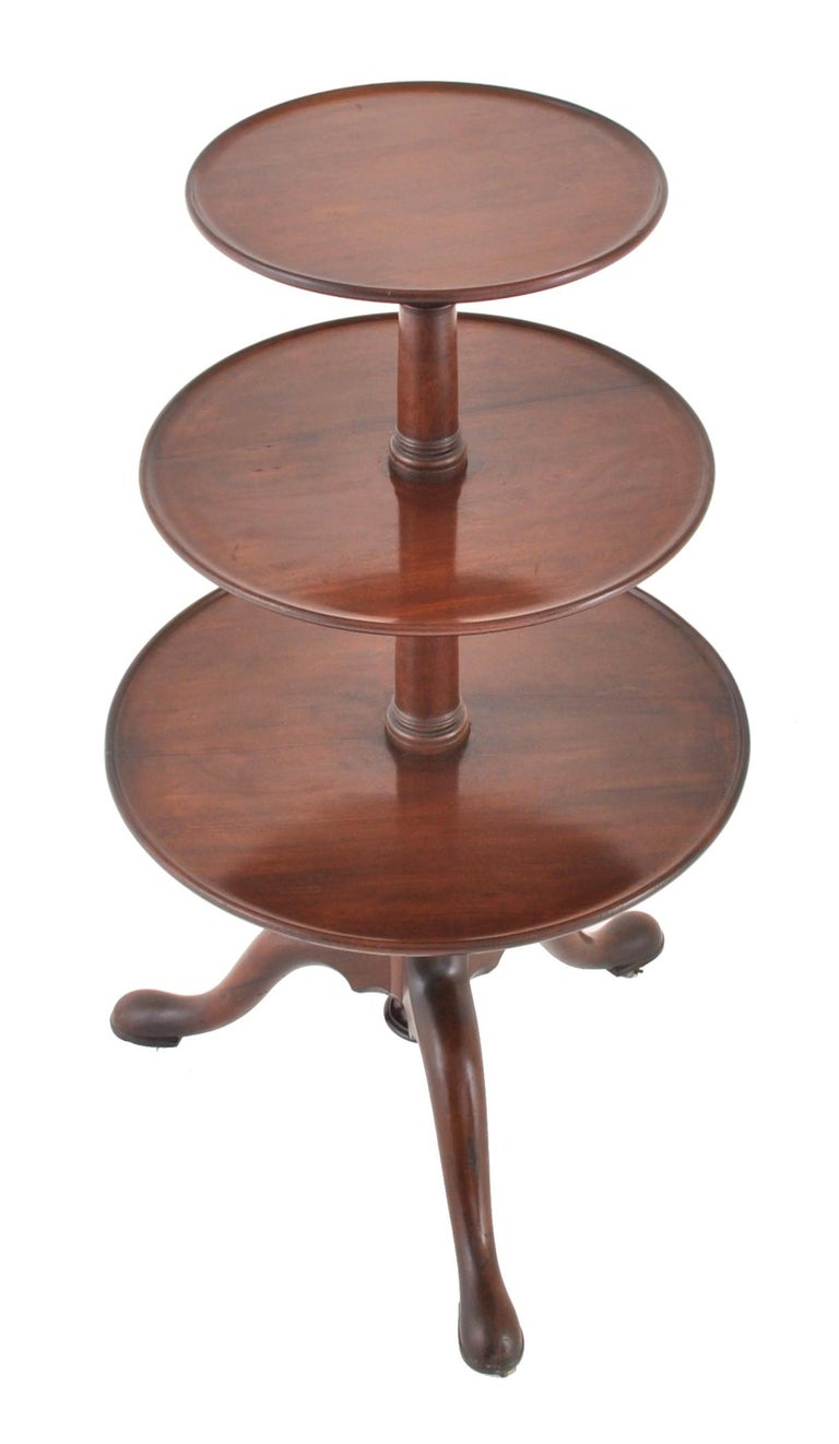 Antique Georgian George III Chippendale Mahogany 3-Tier Dumb Waiter, circa 1760 In Good Condition For Sale In Portland, OR