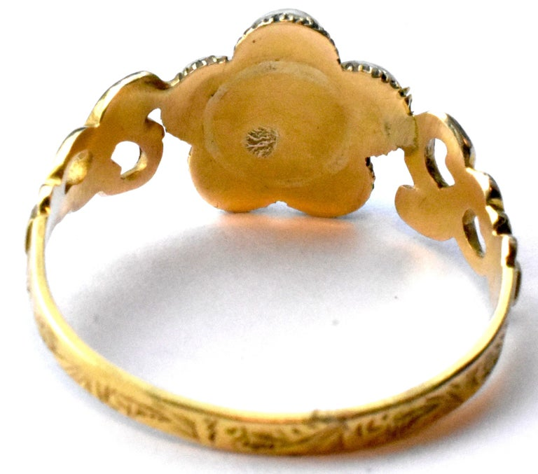 Antique Georgian Gold, Pearl and Diamond Forget-Me-Not Ring, circa 1840 In Excellent Condition For Sale In Baltimore, MD