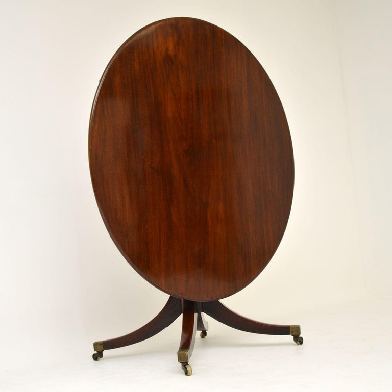 Antique Georgian solid mahogany tilt top dining table dating from circa 1810-1820 period, in good original condition and with lots of character.