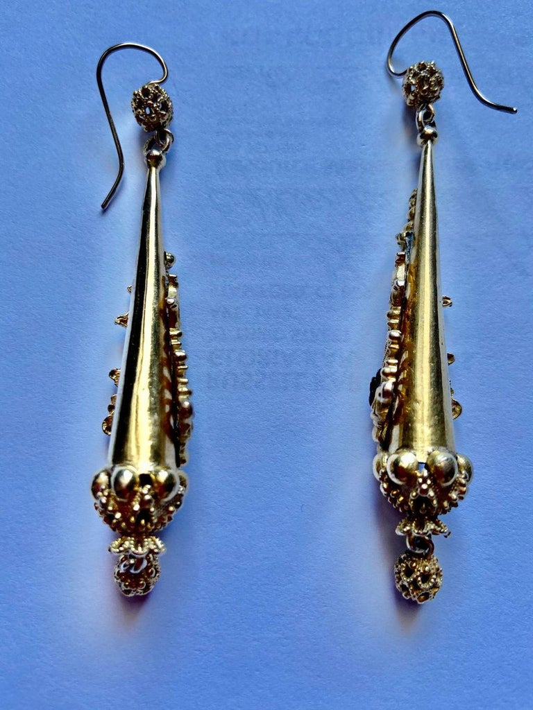 Antique Georgian Sculptural Chandelier Earrings In Excellent Condition For Sale In Stamford, CT