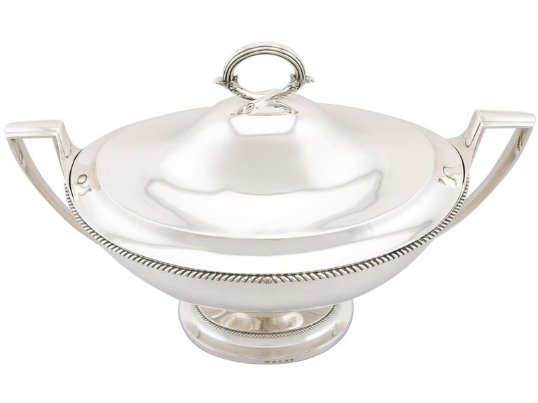 Antique Georgian Sterling Silver Soup Tureen Dish by Paul Storr In Excellent Condition For Sale In Jesmond, Newcastle Upon Tyne