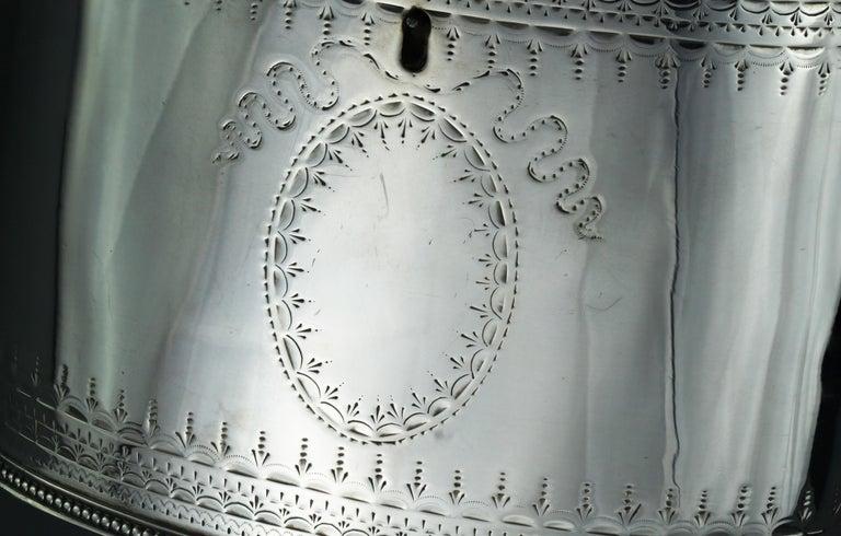 British Antique Georgian Sterling Silver Tea Caddy, Hester Bateman, London, 1784 For Sale