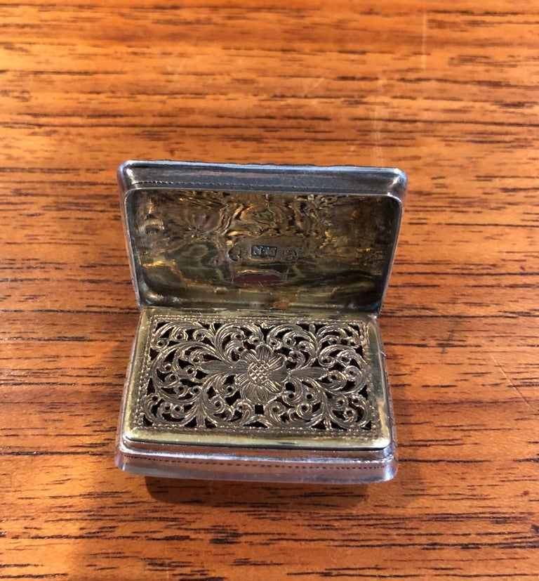 Antique Georgian Sterling Silver Viniagrette by Nathaniel Mills, 1827 For Sale 2