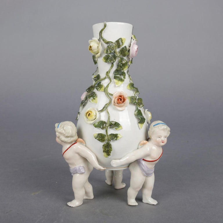 Antique German Meissen Porcelain Figural Cherub and Rose Bud Vase, circa 1890 In Good Condition For Sale In Big Flats, NY