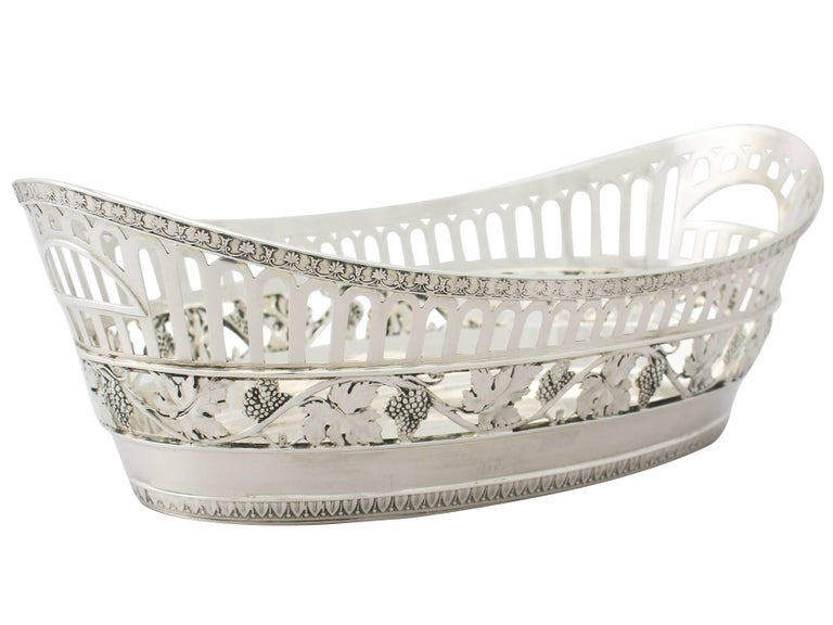 Antique German Silver Bread Dish by Bruckmann & Söhne, circa 1910 In Excellent Condition For Sale In Jesmond, Newcastle Upon Tyne