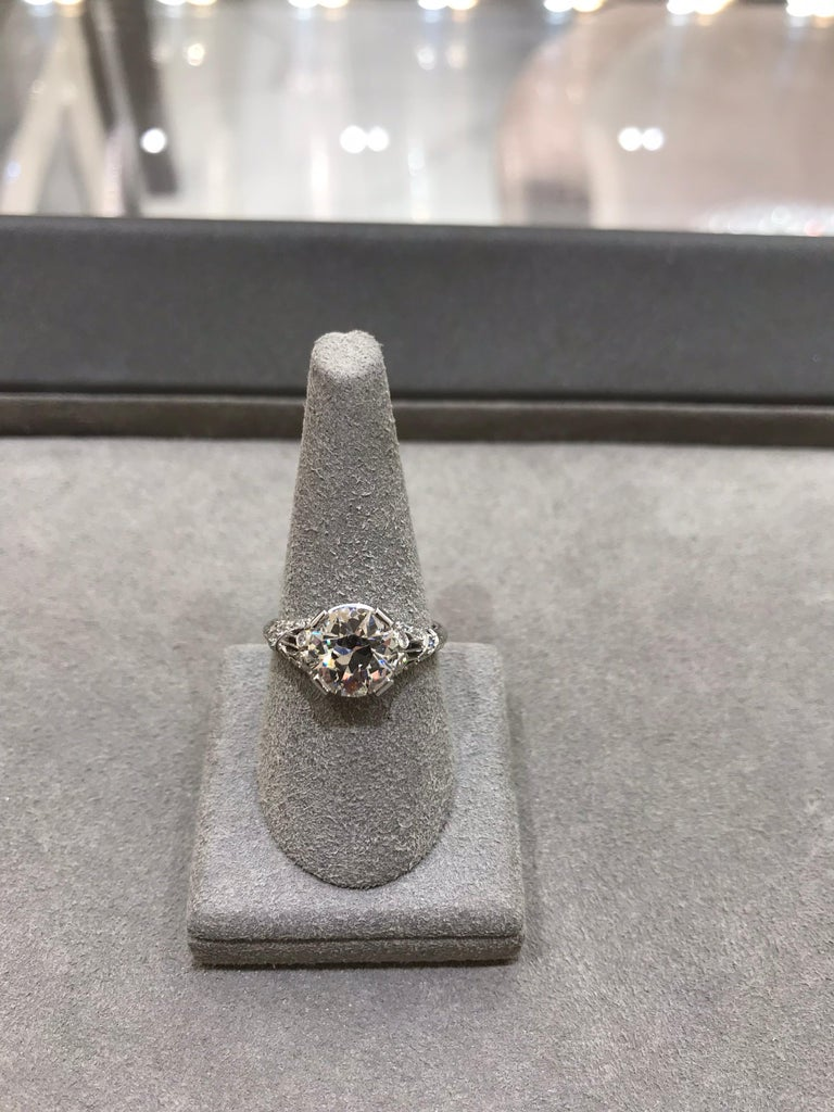 Antique GIA Certified Diamond Platinum Ring In Excellent Condition For Sale In New York, NY