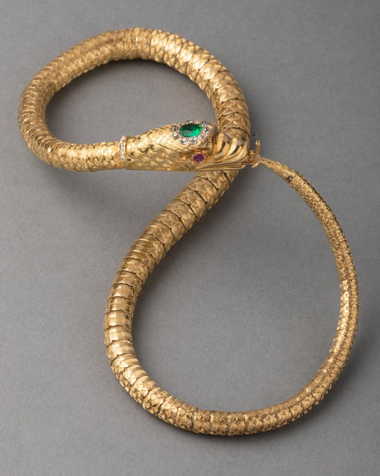 Antique Gold Emerald and Diamonds Snake Necklace For Sale 4