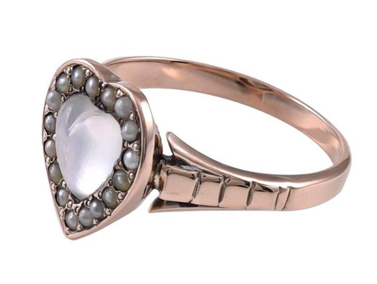 Antique Gold Pearl and Moonstone Ring In Excellent Condition For Sale In New York, NY