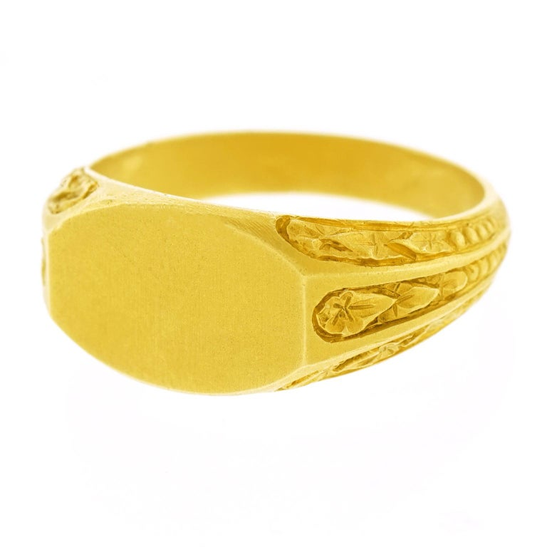 Victorian Antique Gold Signet Ring For Sale