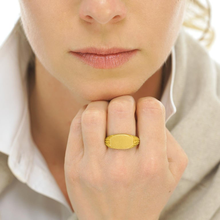 Antique Gold Signet Ring In Excellent Condition For Sale In Litchfield, CT