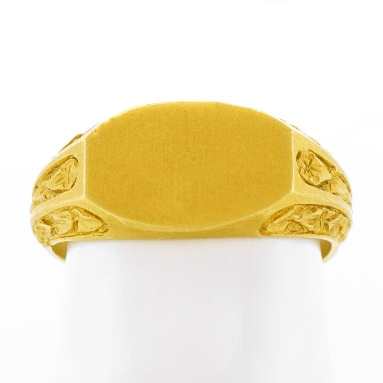 Antique Gold Signet Ring For Sale 3