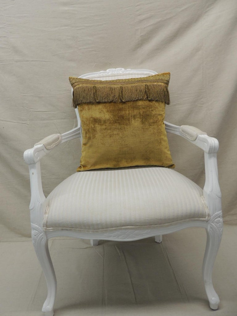 Antique Gold Velvet Decorative Square Pillow In Good Condition For Sale In Wilton Manors, FL