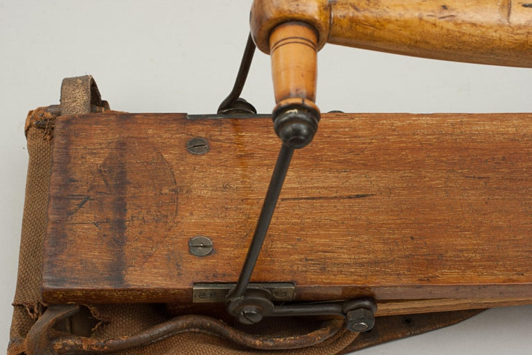 Antique Golf Bag, Automaton Caddy by Bussey In Good Condition For Sale In Oxfordshire, GB