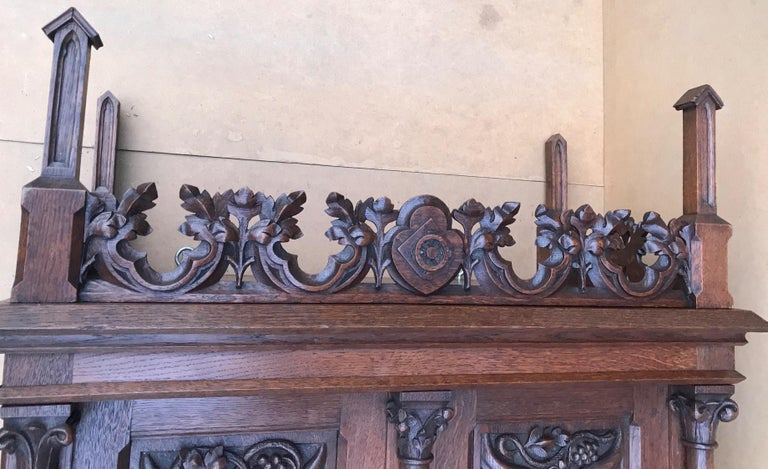 Antique Gothic Revival Hand Carved Oak Wall Cabinet with Gargoyles Sculptures For Sale 7