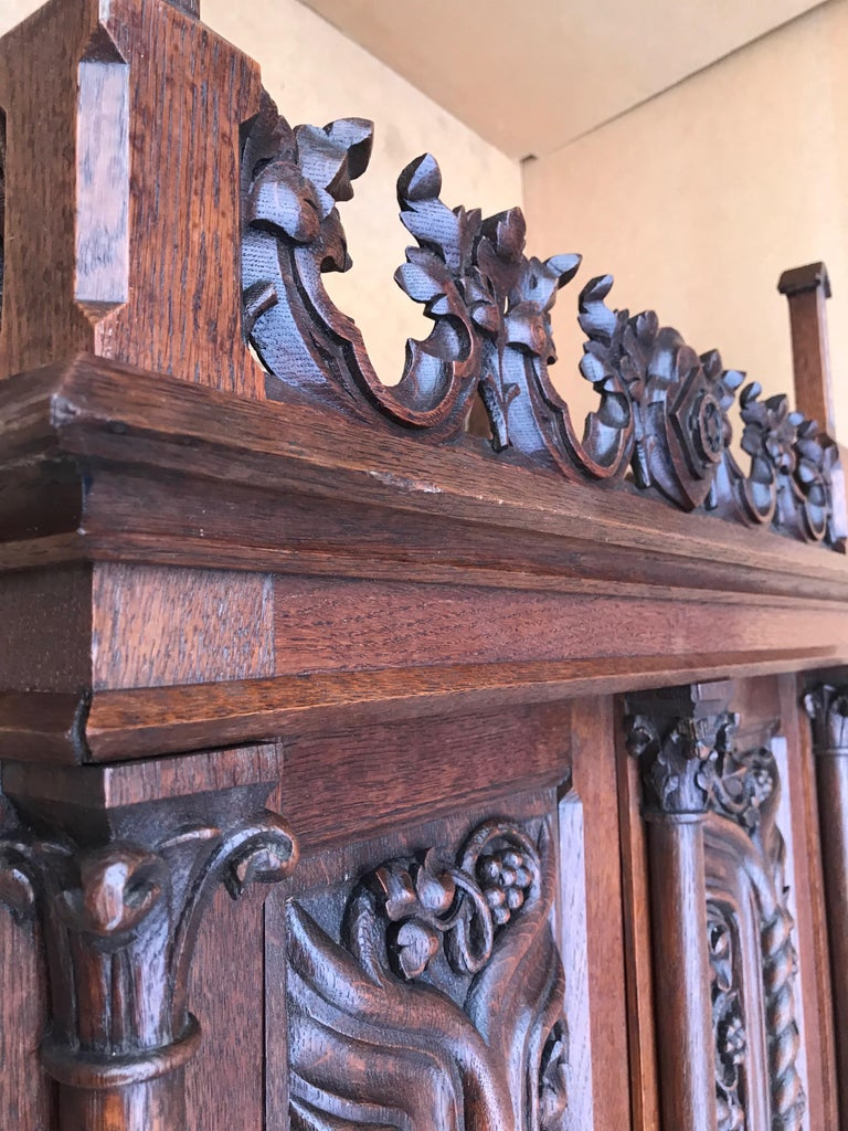 Antique Gothic Revival Hand Carved Oak Wall Cabinet with Gargoyles Sculptures In Good Condition For Sale In Lisse, NL