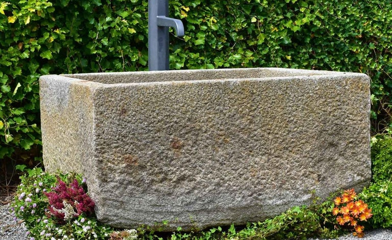 Antique Granite Trough, 18th Century In Good Condition For Sale In Gonten, CH