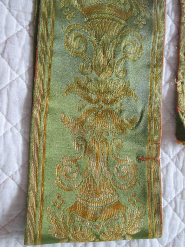 Hand-Crafted Antique Green and Gold Woven Silk French Ribbon For Sale
