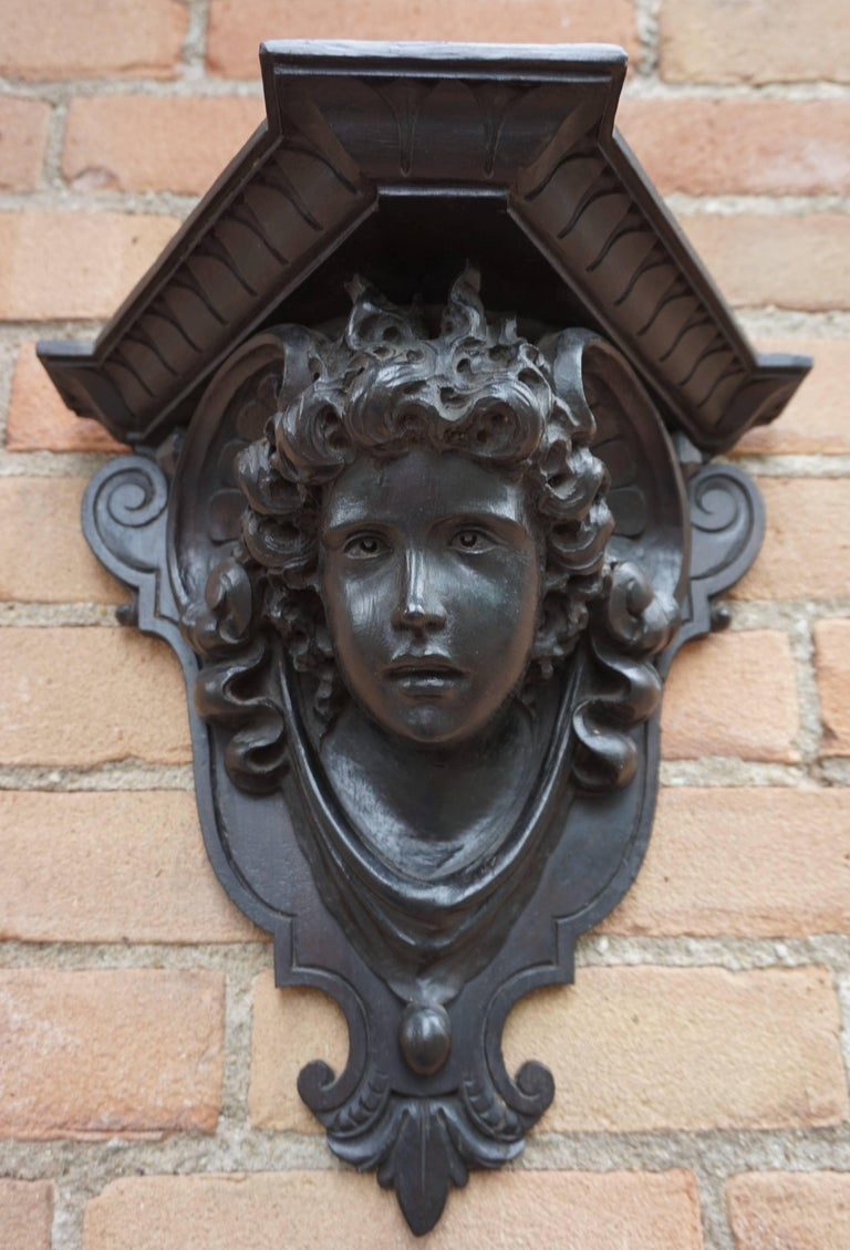 Antique Hand-Carved Renaissance Style Italian Wall Bracket by Ernesto Petralli In Excellent Condition For Sale In Lisse, NL